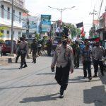 Antisipasi Kerumunan Dalam Aksi Bela Palestina, Polisi di Majalengka Bagikan Masker Gratis