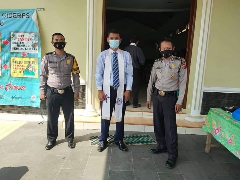 Berikan Rasa Aman Dalam Beribadah, Polsek Kadipaten Laksanakan Pengamanan Gereja