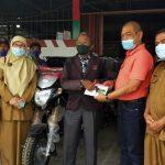 Melalui Pokir Nurkhalis Dt Bijo Dirajo Serahkan 6 Unit Bentor Kepada kelompok Tani