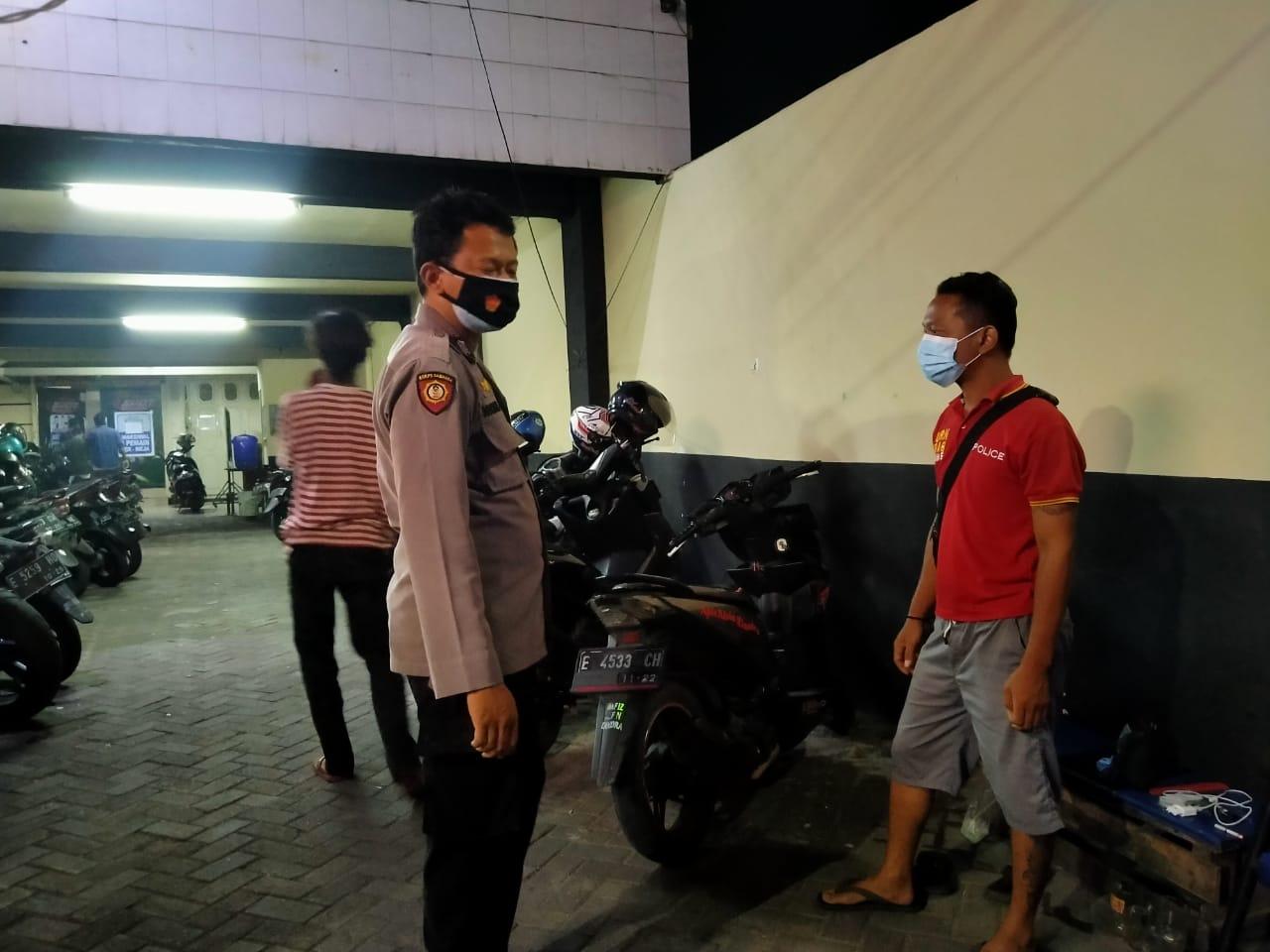 Kapolsek Kesambi Polres Ciko Turun Langsung Monitoring Tempat Kerumunan Dengan KRYD