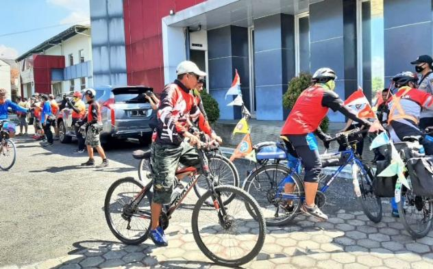 Menyambut Hari Anti Narkotika Internasional, BNNK dan BNNP Jabar Bersama Komunitas Sepeda Mengajak Masyarakat Untuk Memerangi Narkoba