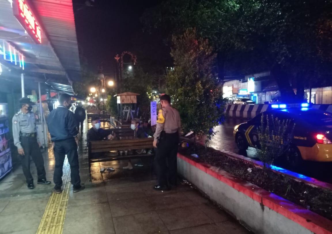 Tingkatkan Keamanan dan Waspada Covid-19, Jajaran Polsek Polres Majalengka Lakukan KRYD Patroli Malam