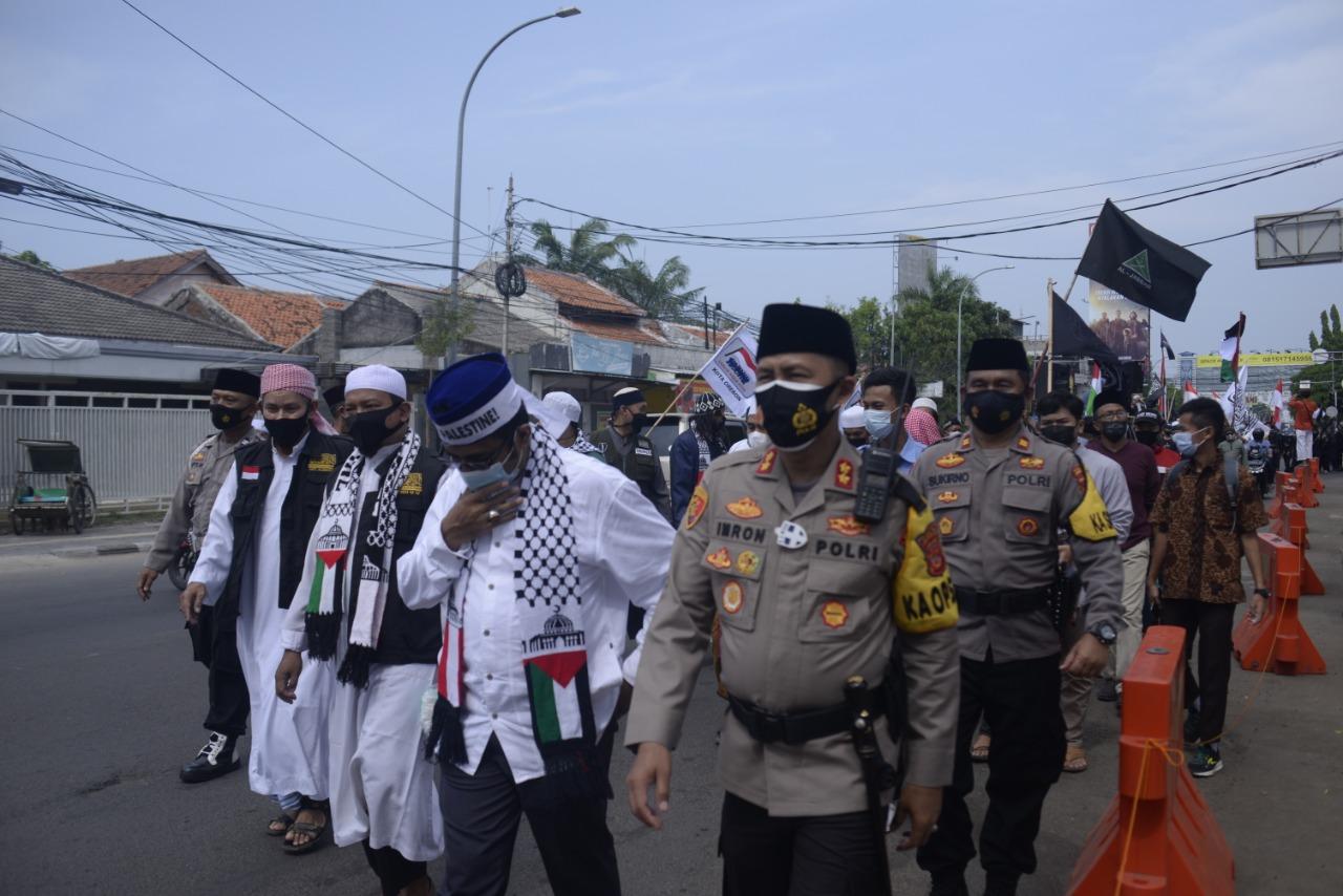 Kehadiran Kapolres Cirebon Kota di Aksi Damai Bela Palestina Membawa Suasana Sejuk, Aman Dan Damai
