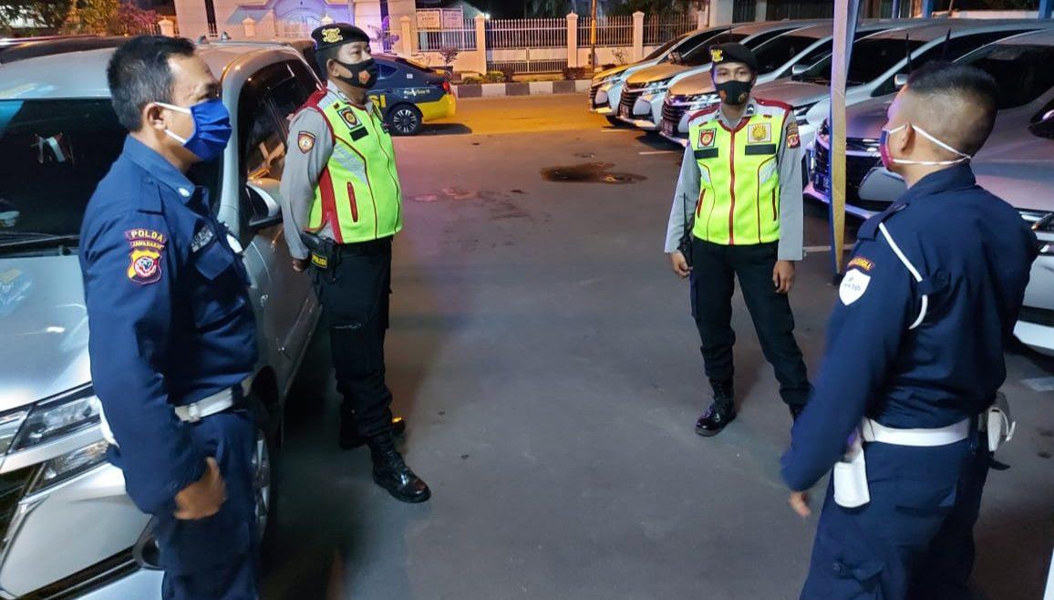 Patroli Malam Dialogis, Personil Sat Sabhara Polres Majalengka Berikan Himbauan Kamtibmas Kepada Petugas Satpam