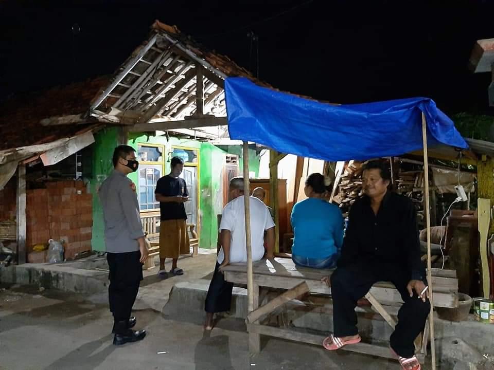 Patroli Malam KRYD Polsek Kasokandel Berikan Himbauan Kamtibmas dan Prokes Kepada Warga
