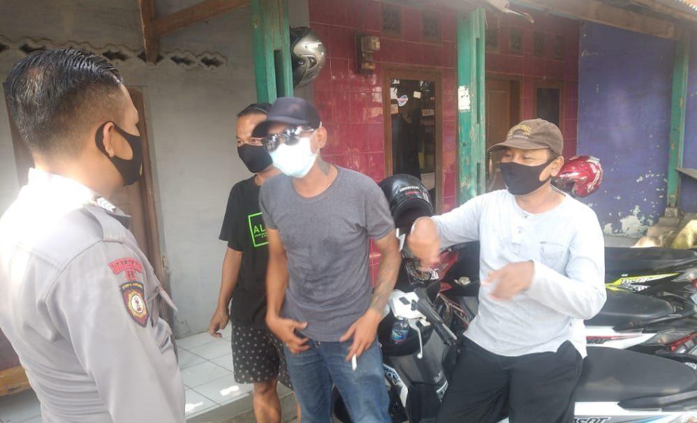 Sambang Warga, Bhabinkamtibmas Polsek Dawuan Beri Himbauan Agar Warga Patuhi Protokol Kesehatan