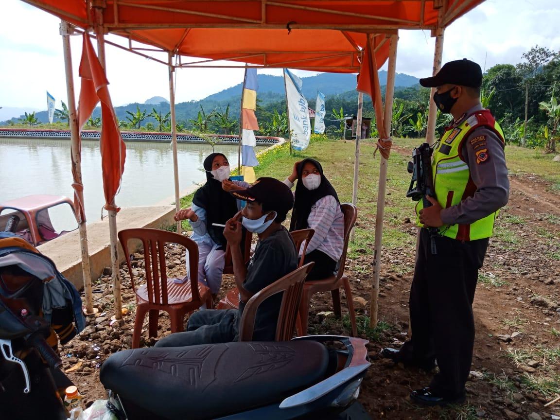 Sambang Warga, Bhabinkamtibmas Polsek Malausma Beri Himbauan Agar Warga Patuhi Protokol Kesehatan