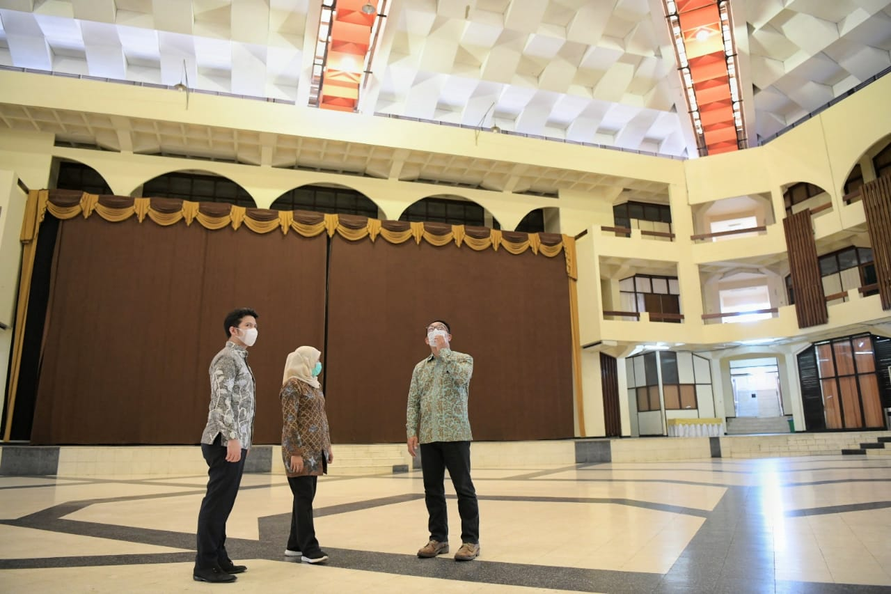 Tak Mau Berimajinasi, Ridwan Kamil Kunjungi Islamic Center untuk Desain Ulang