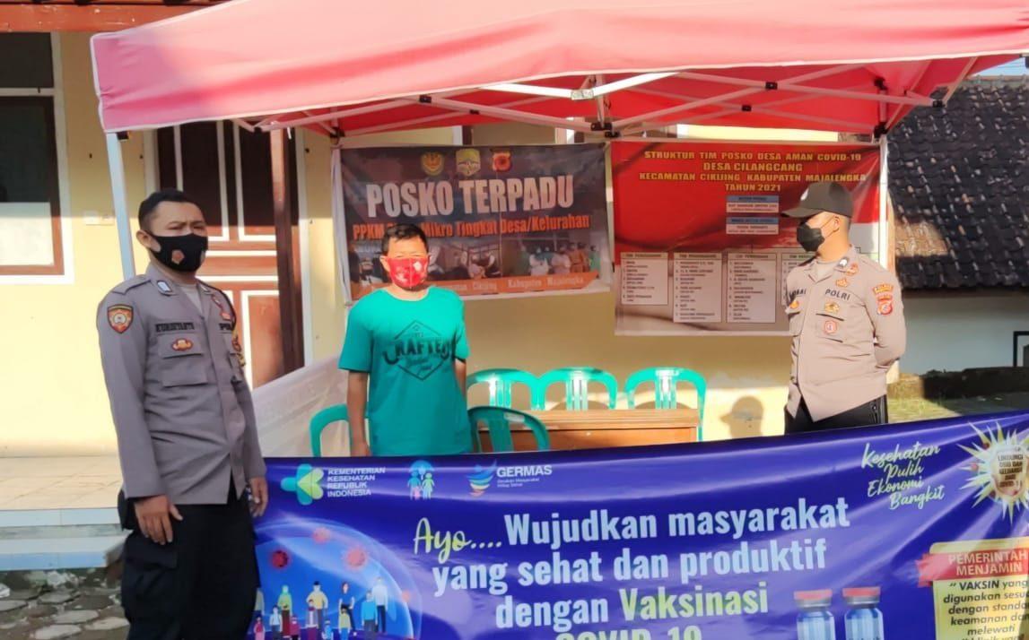 Bhabinkamtibmas Polsek Cikijing Bersama Babinsa Cek Posko Terpadu PPKM Mikro di Sejumlah Desa
