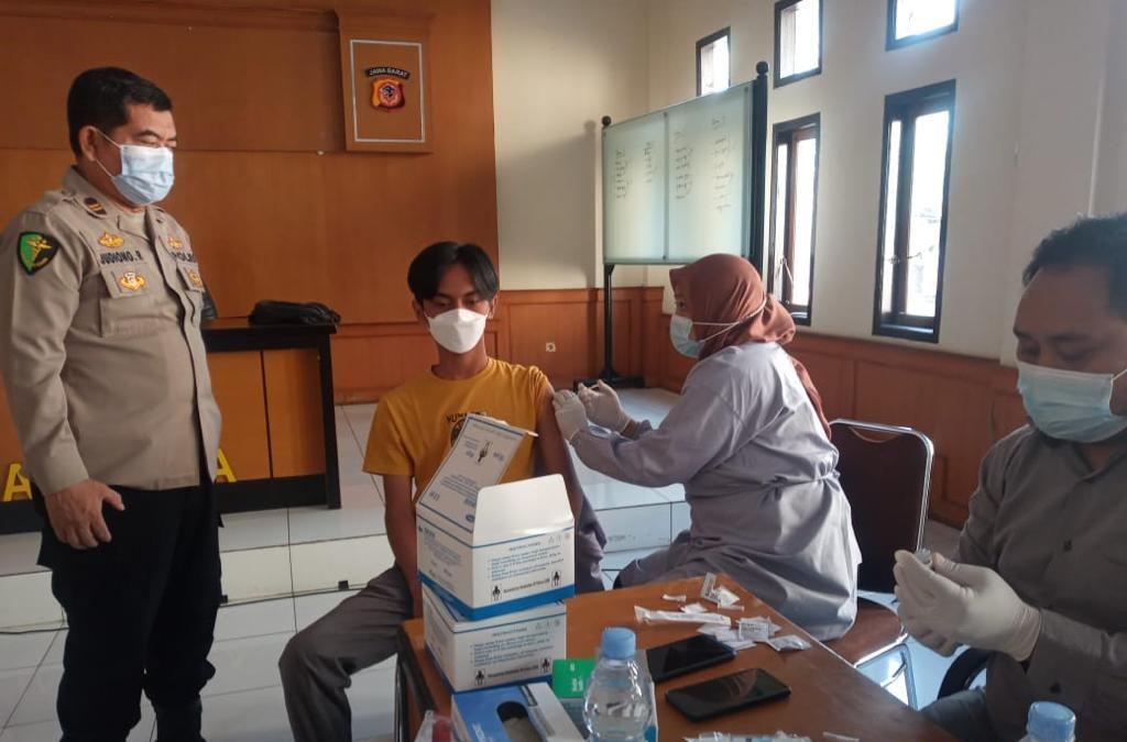 Guna Sukseskan Program Pemerintah Tangani Covid-19, Polres Majalengka Gelar Vaksinasi Untuk Keluarga Besar Polri dan Masyarakat Umum