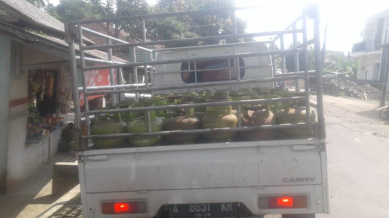Mobil Pengangkut Tabung Gas Elpiji 3 Kg Bersubsidi, Tanpa Segel Pangkalan Banyak Beredar Di Mandalawangi