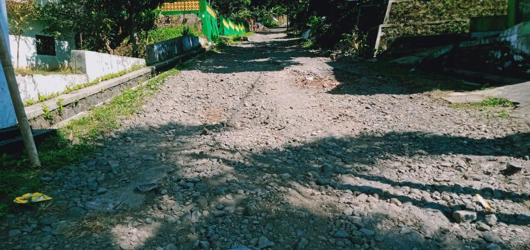 17 Tahun Warga Desa Sirnajaya Sukaraja Kabupaten Tasikmalaya Menuntut Jalan Yang Mulus