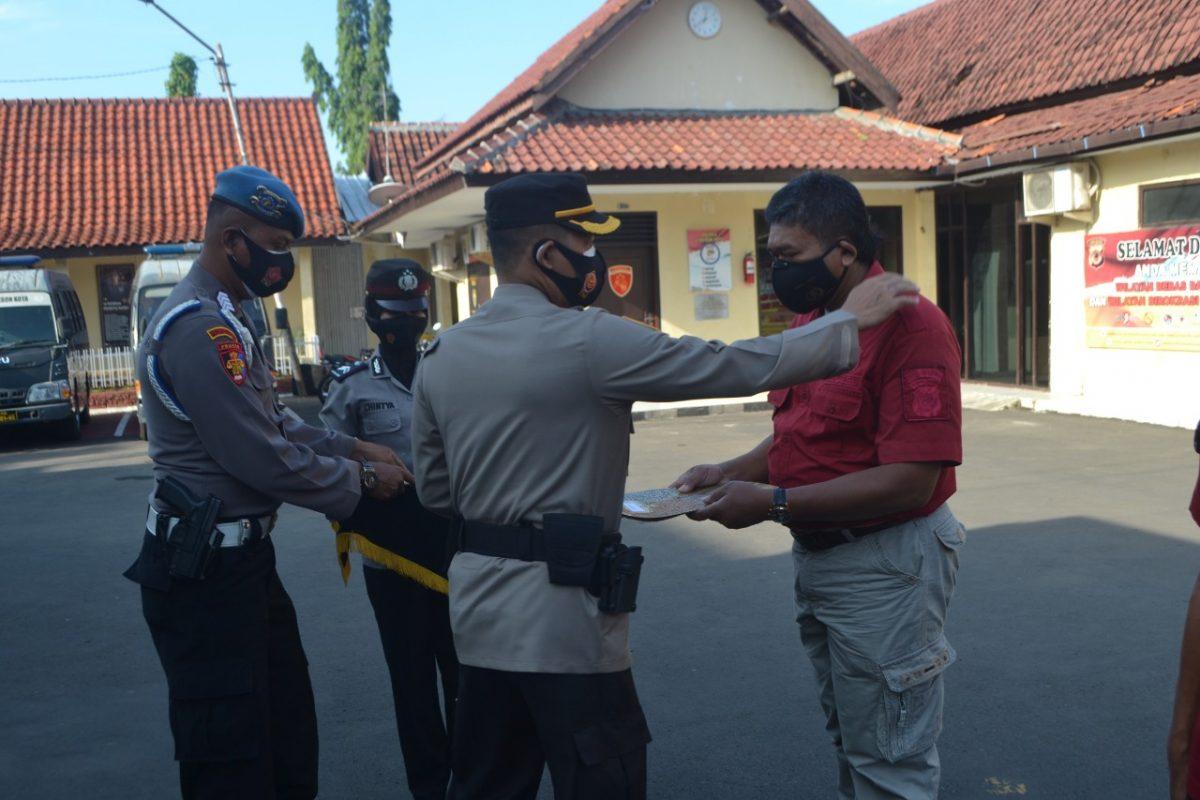 Humas Polres Ciko Raih Piagam Penghargaan Dari Kapolres Cirebon Kota