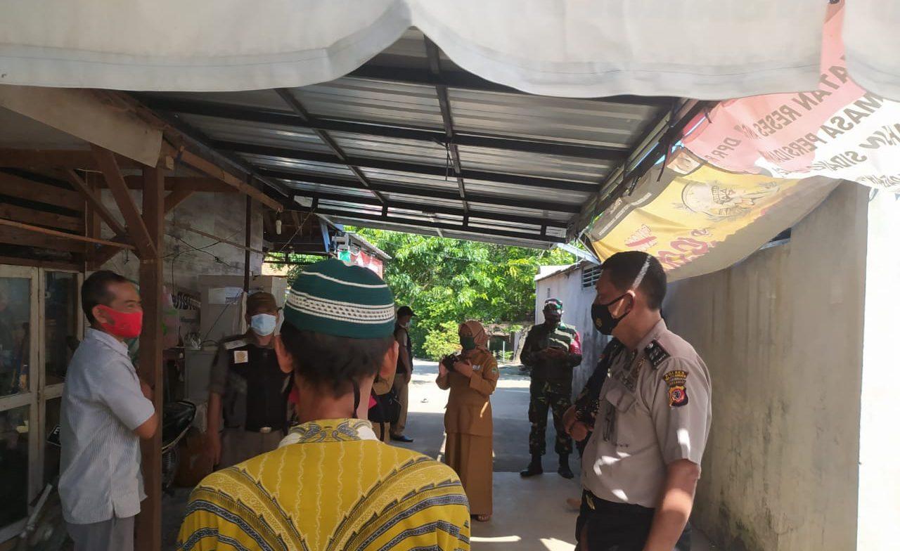 Sambangi Warga Desa Binaan Bhabin Polsek Kertajati Berikan Himbauan Untuk Tetap Menerapkan Prokes