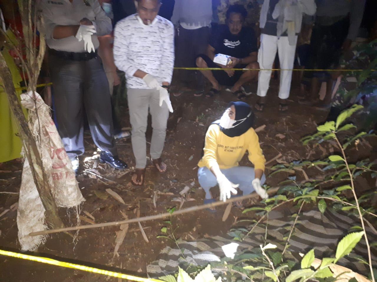 Sesosok Mayat Pria Ditemukan di Kebun