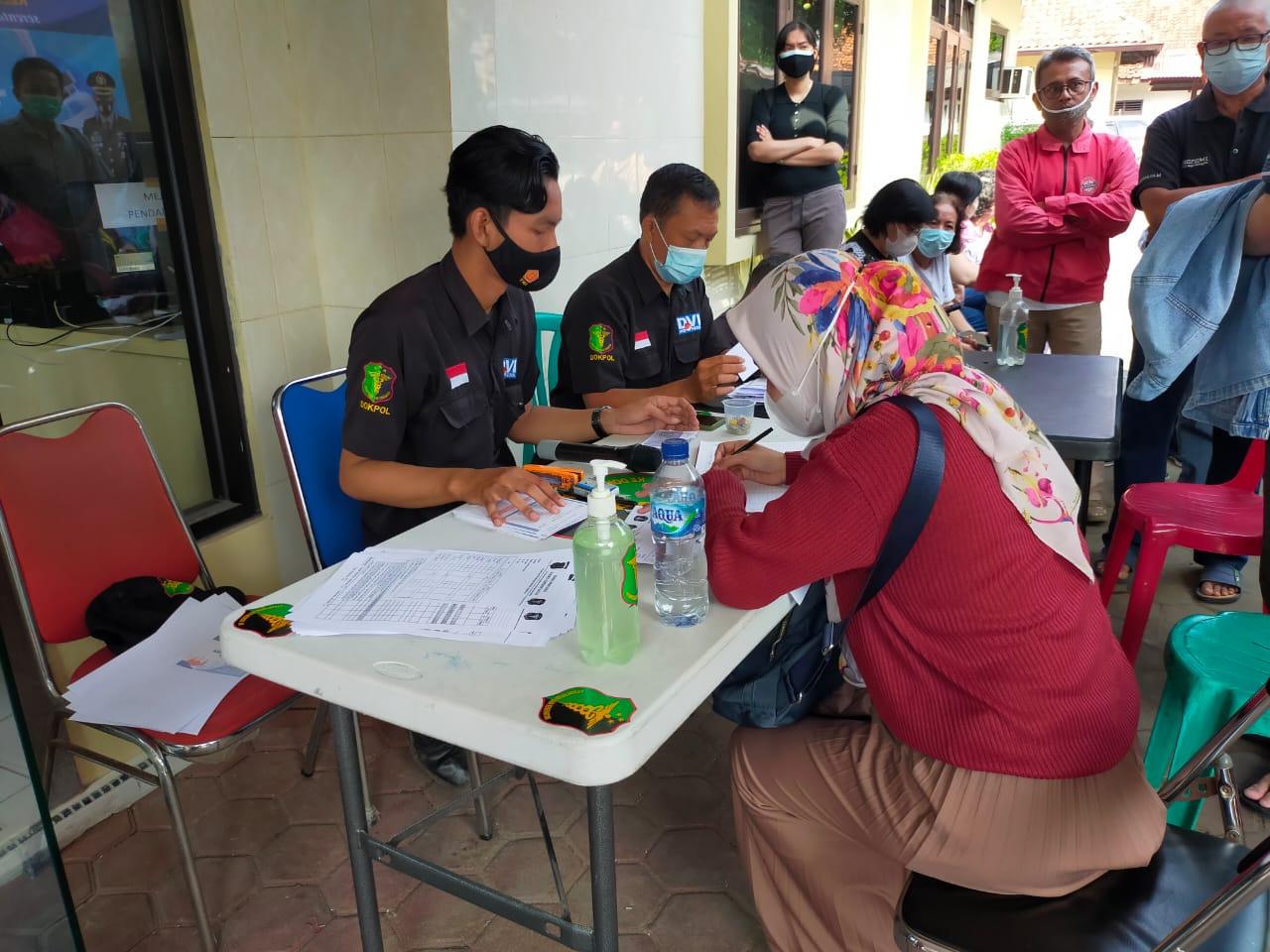 Sesuai Inpres No 6 tahun 2020, Kapolres Cirebon Kota Ingatkan Warga Laksanakan Prokes dan Berikan Suntik Vaksin Gratis