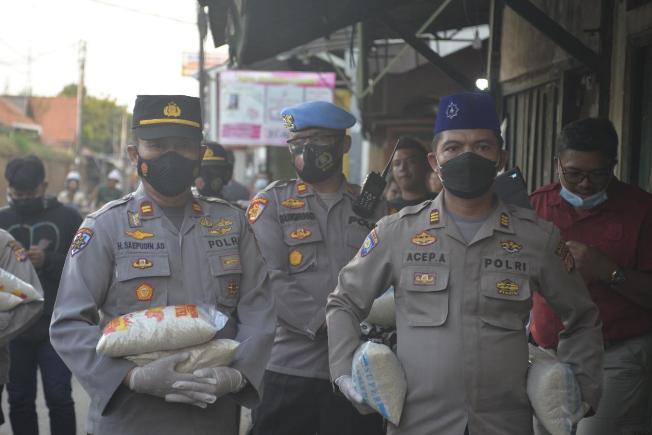Kapolres Cirebon Kota, HMI dan Tomas, Berbagi Kasih Bansos Beras dan Kursi Roda