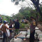 Peduli Nelayan, Bhabinkamtibmas Polsek Gunung Jati Polres Ciko Sapa Warga Dengan Humanis