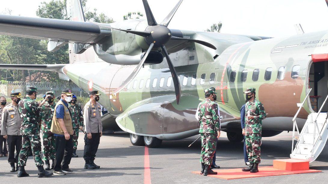 Panglima TNI, Kabarhakam Polri dan Rombongan Lepas Landas dari Bandara JBS