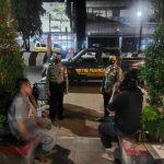 Patroli Malam Dialogis Polsek Kadipaten Himbau Masyarakat Agar Patuhi Protokol Kesehatan Terkait Covid-19