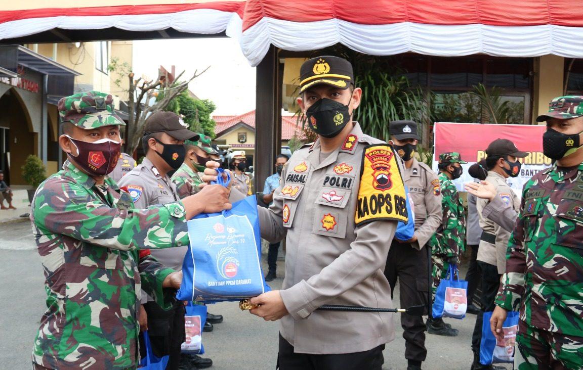 1000 Paket Sembako dan 30 Ton Beras dari TNI Polri Untuk Warga Brebes Selama PPKM Darurat