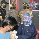 Gerai Vaksin Presisi Polresta Cirebon Diserbu Supporter Sepak Bola