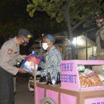 Dapat Bantuan Sembako, PKL Bahagia Terjaring Patroli PPKM Darurat Polresta Cirebon