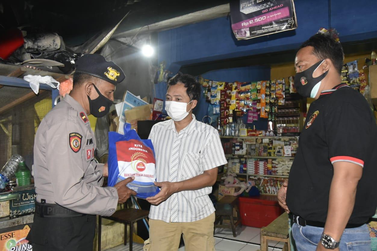 PKL Hingga Pemulung Terjaring Patroli PPKM Darurat Polresta Cirebon, Diberi Hadiah Sembako