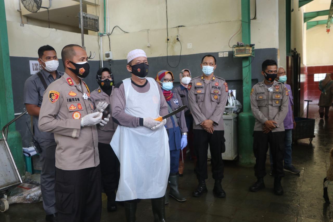 Polres Cirebon Kota Salurkan 25 Ekor Kambing dan 2 Ekor Sapi Hewan Qurban