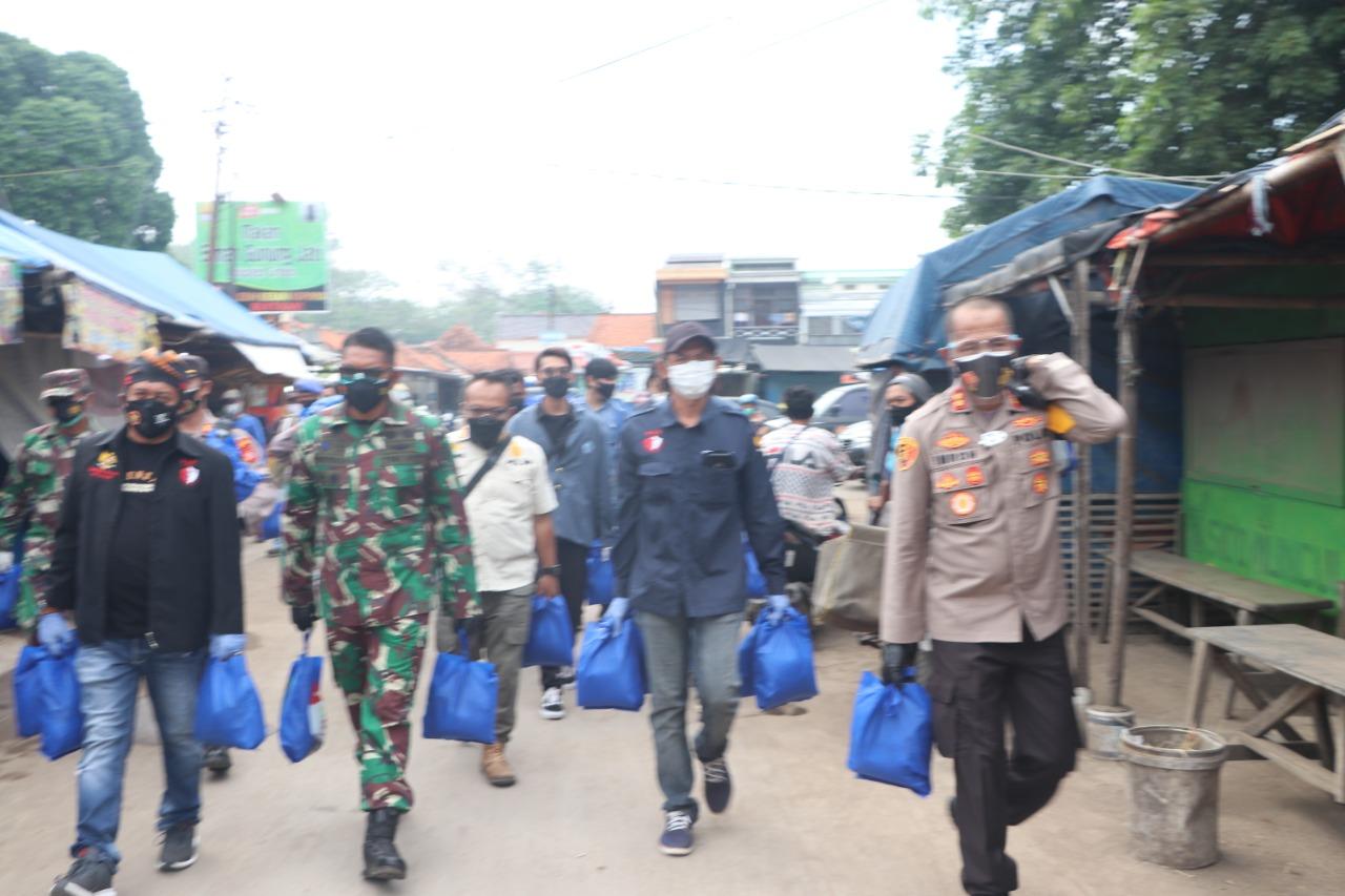 Polres Cirebon Kota Bagikan 537 Paket Beras total 2.195 Kg dan 268 Paket Sembako