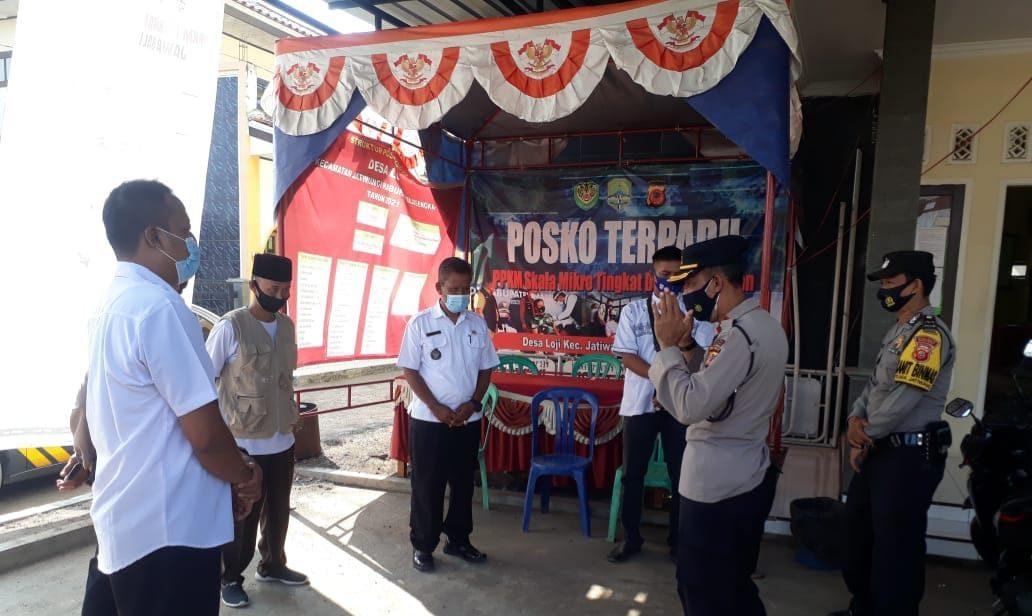 Pencegahan Penyebaran Covid-19, Kapolsek Jatiwangi Tinjau Pos PPKM Mikro Di Loji dan Desa Lewenggede