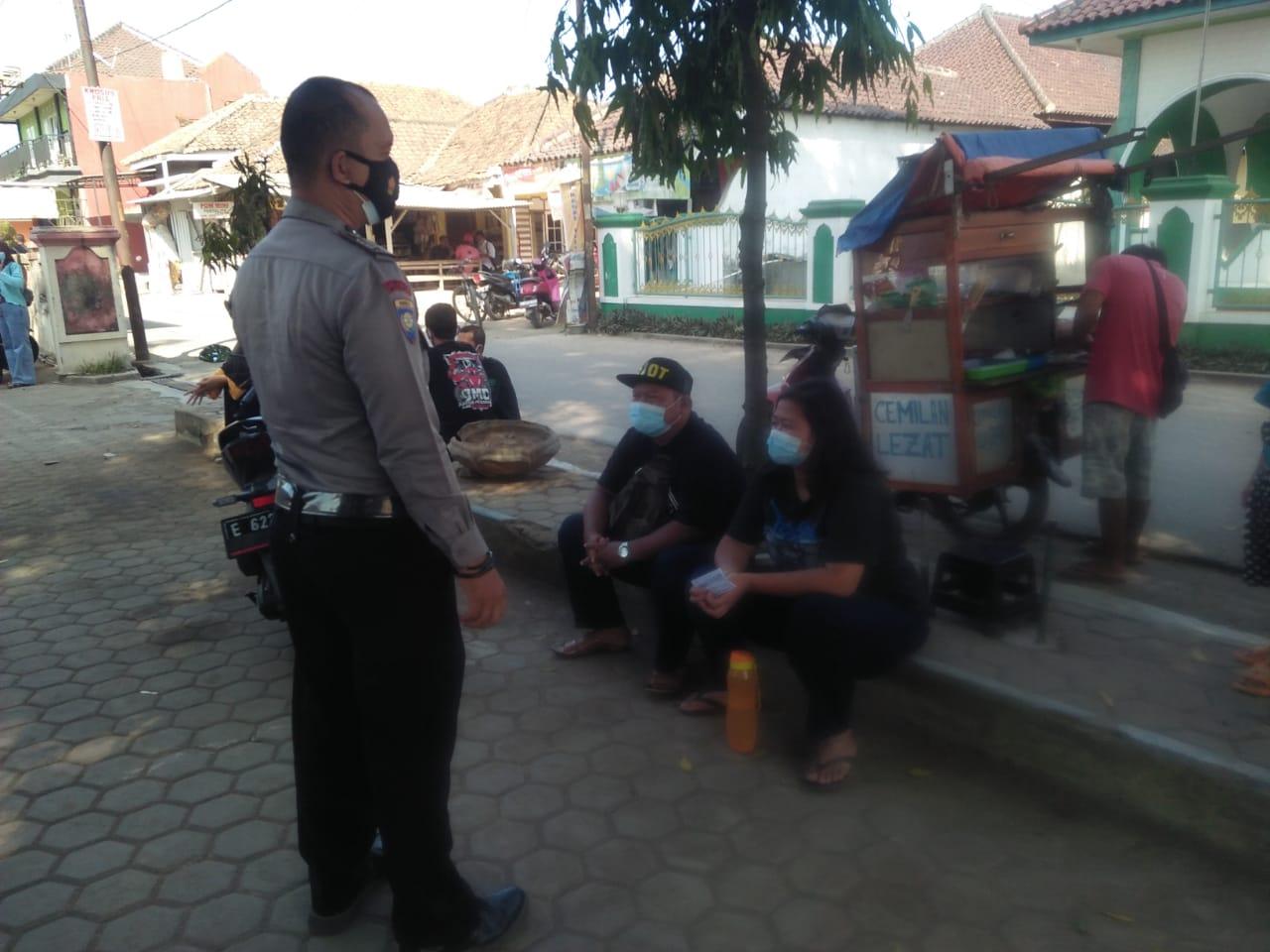 Patroli PPKM Mikro Polsek Kasokandel Menyampaikan Sosialiasi Penerapan PPKM Mikro Darurat Level 4 Jawa Barat