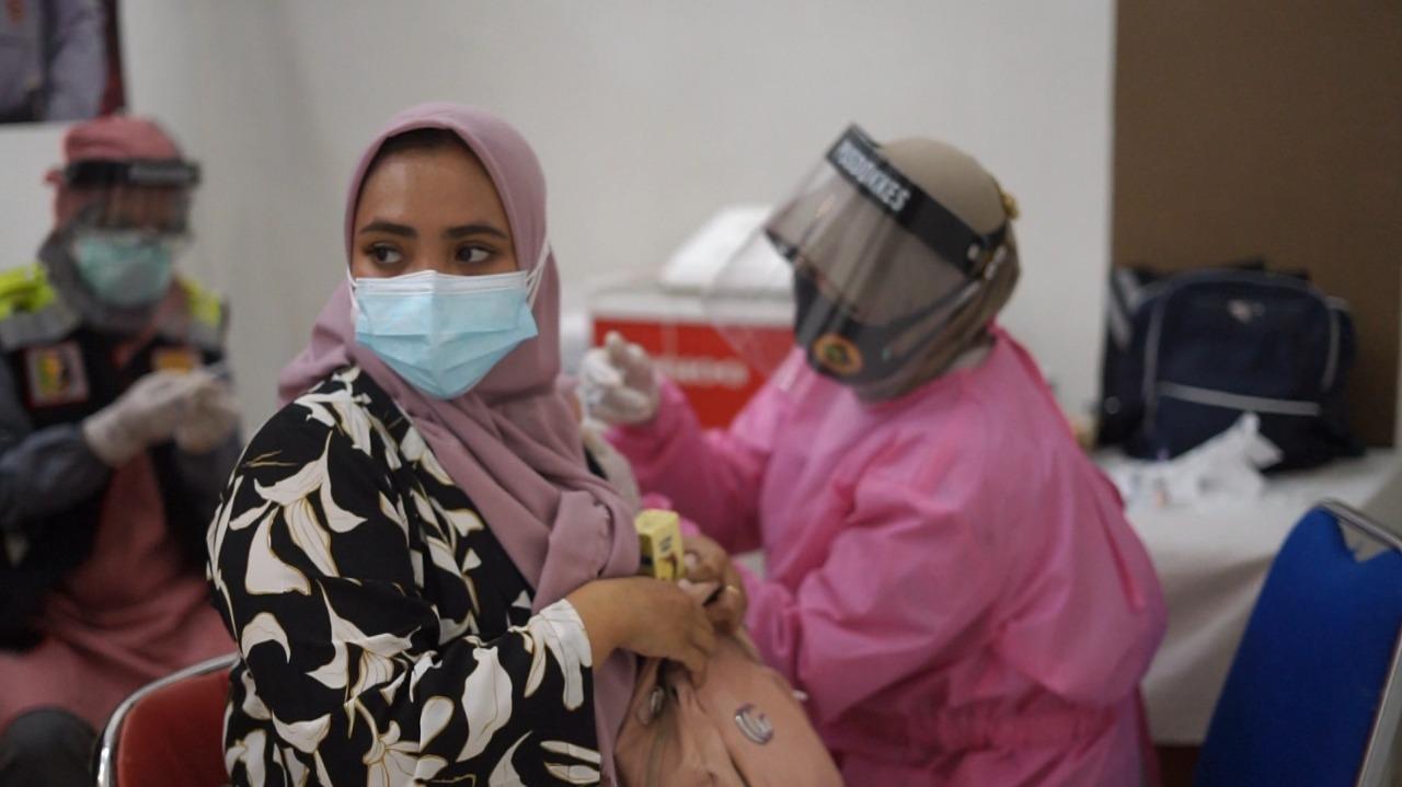 1.000 Orang divaksin di hari ke-2 Vaksinasi Masal Gerai Vaksin Presisi Polres Brebes