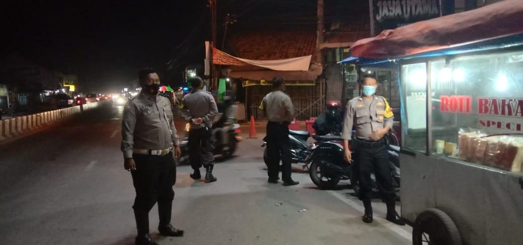 QR Polsek Kapetakan Polres Ciko Tingkatkan Patroli Mobile, Sambangi Titik Rawan Kejahatan Dimasa PPKM Level 4