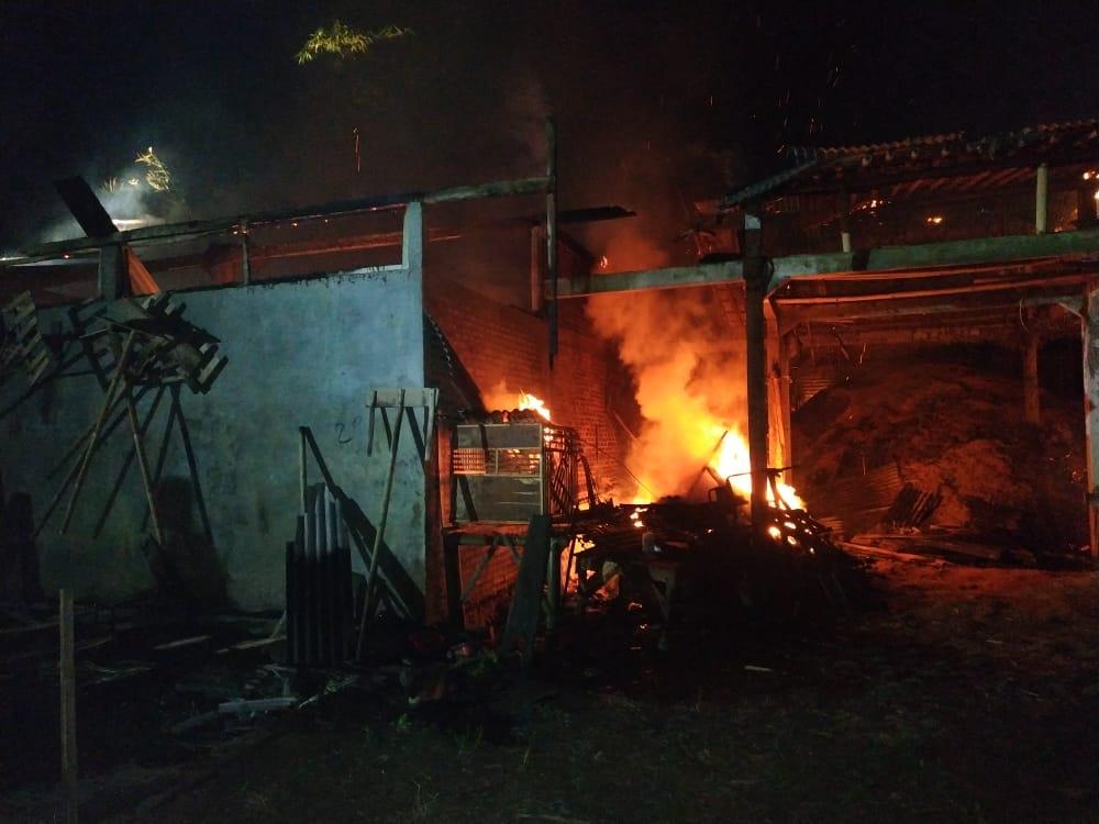 Dini Hari, Rice Mill Nyaris Ludes Terbakar