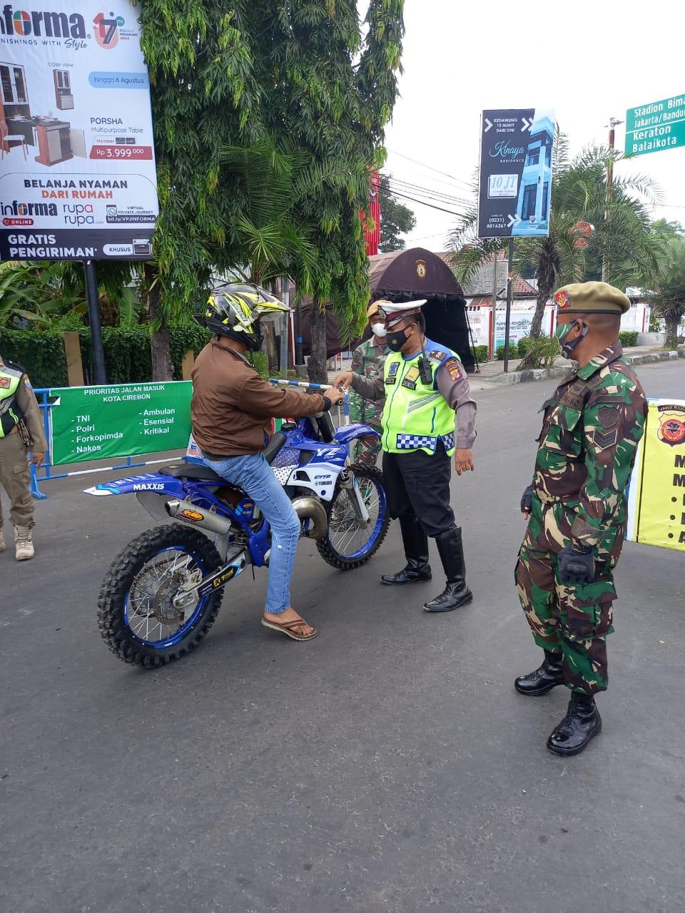 Polsek Gunung Jati Polres Ciko Gelar Penyekatan Dalam Ops Yustisi Upaya Cegah Covid-19 Dalam PPKM Level 4