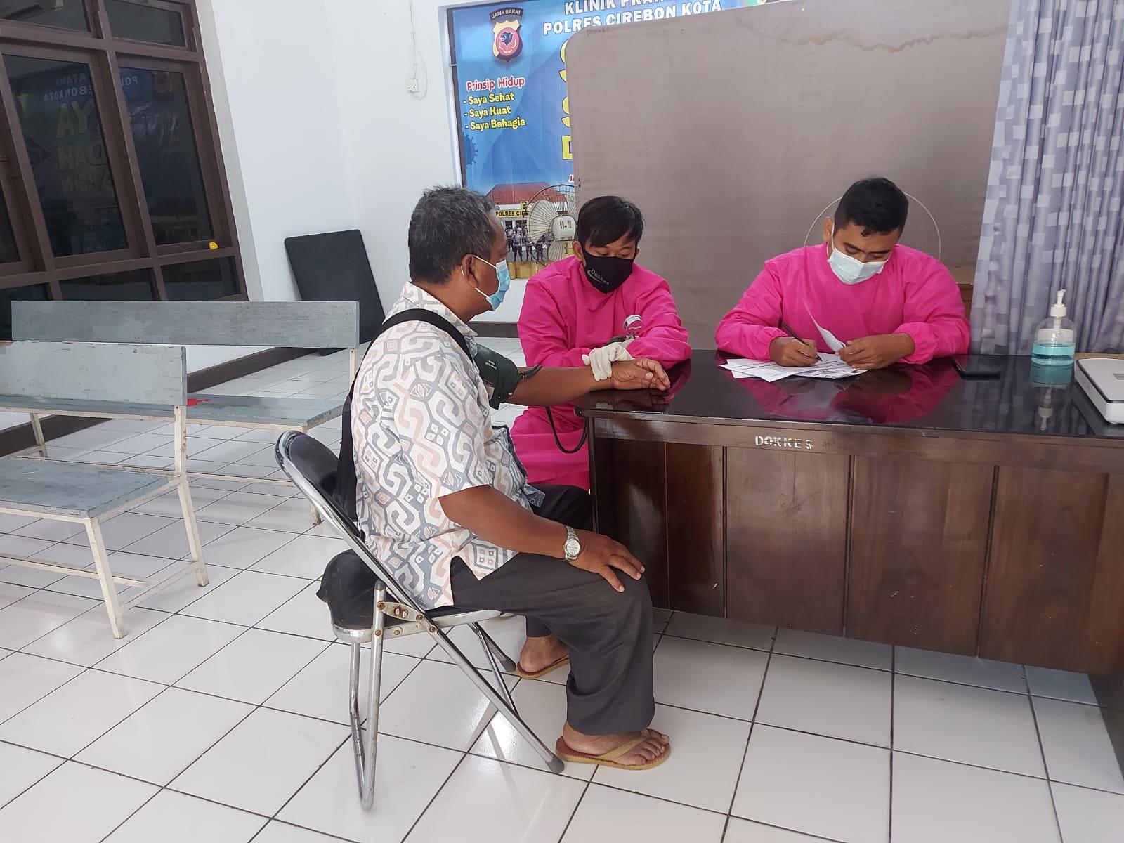Luar biasa, Pemohon Sim di Polres Cirebon Kota Dapatkan Suntik Vaksin Gratis