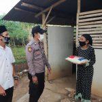 Polsek Cikijing Terus Lakukan Penyaluran Sembako Untuk Warga Terdampak PPKM