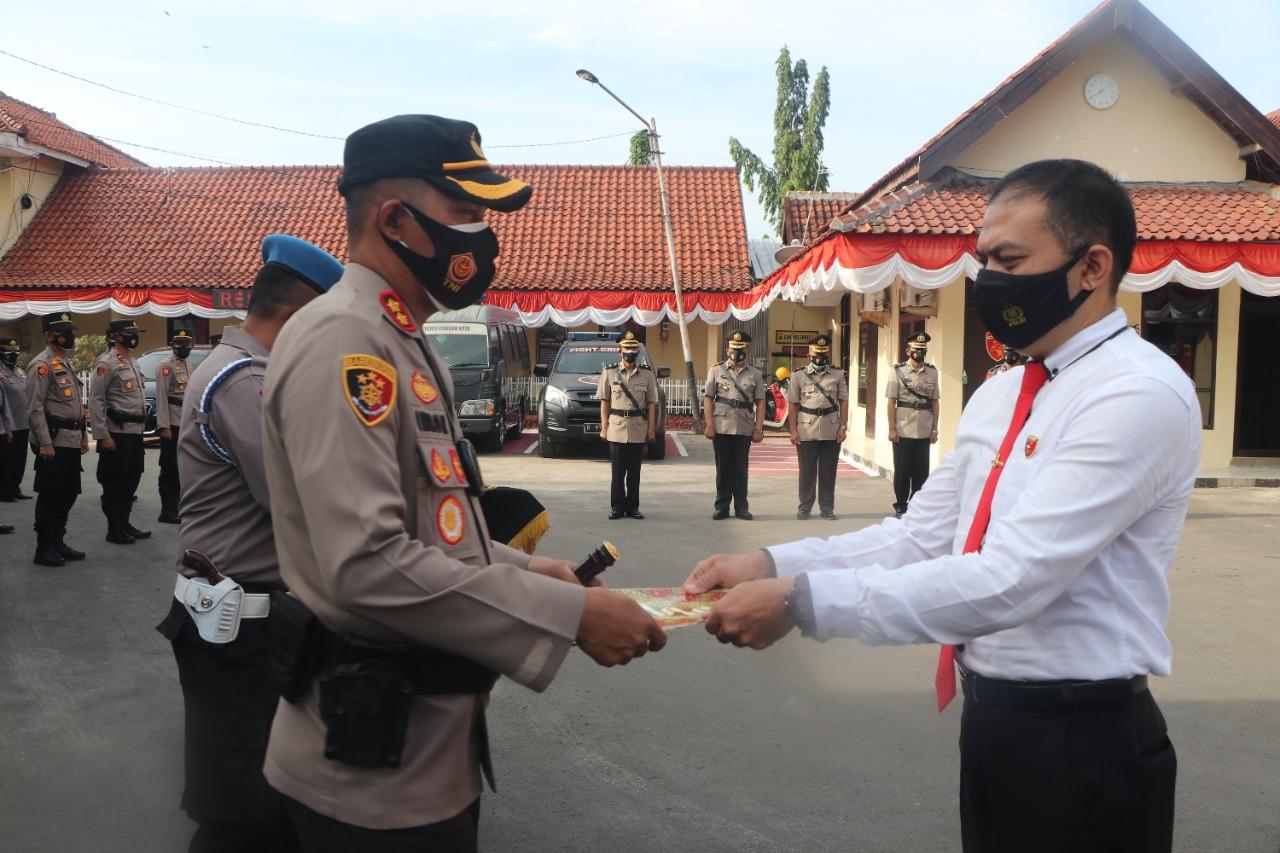 Kasat Narkoba dan Anggotanya Raih Reward Dari Kapolres Cirebon Kota