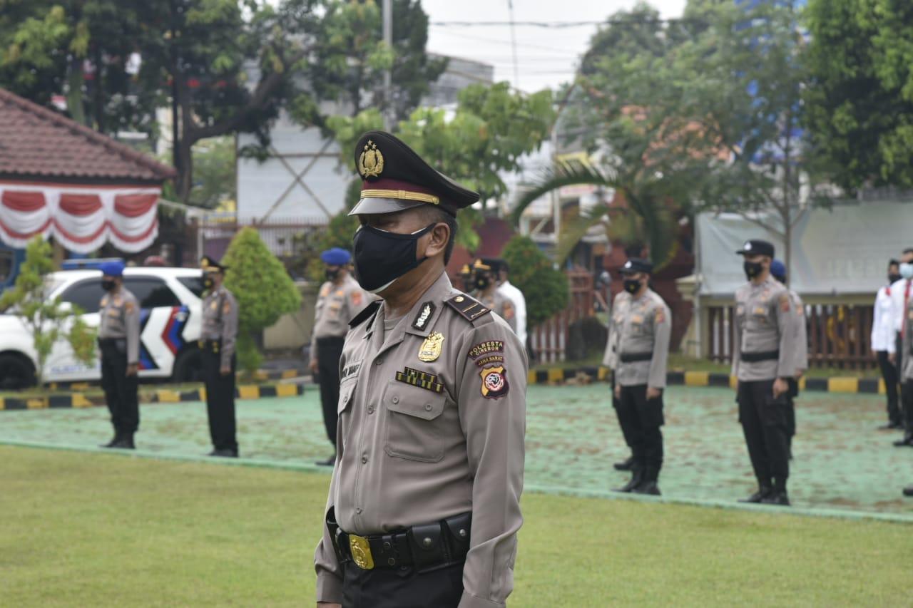Sejumlah Personel Polresta Cirebon Mendapat Kenaikan Pangkat Pengabdian