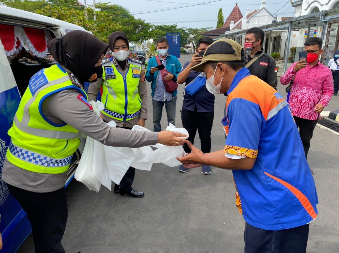 AKP Habibi : Warung Keliling Satuan Lalulintas (Satlantas) Polres Cirebon Kota Berhenti di Stasiun Kejaksan