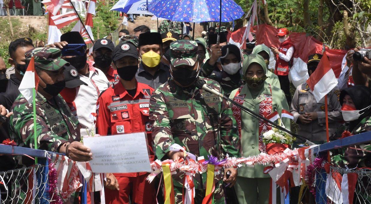 Pangdam III/Siliwangi Resmikan Jembatan Gantung Baluwarti Siliwangi 6 Penghuhung Kecamatan Carenang Dan Kecamatan Gunung Kaler Tangerang