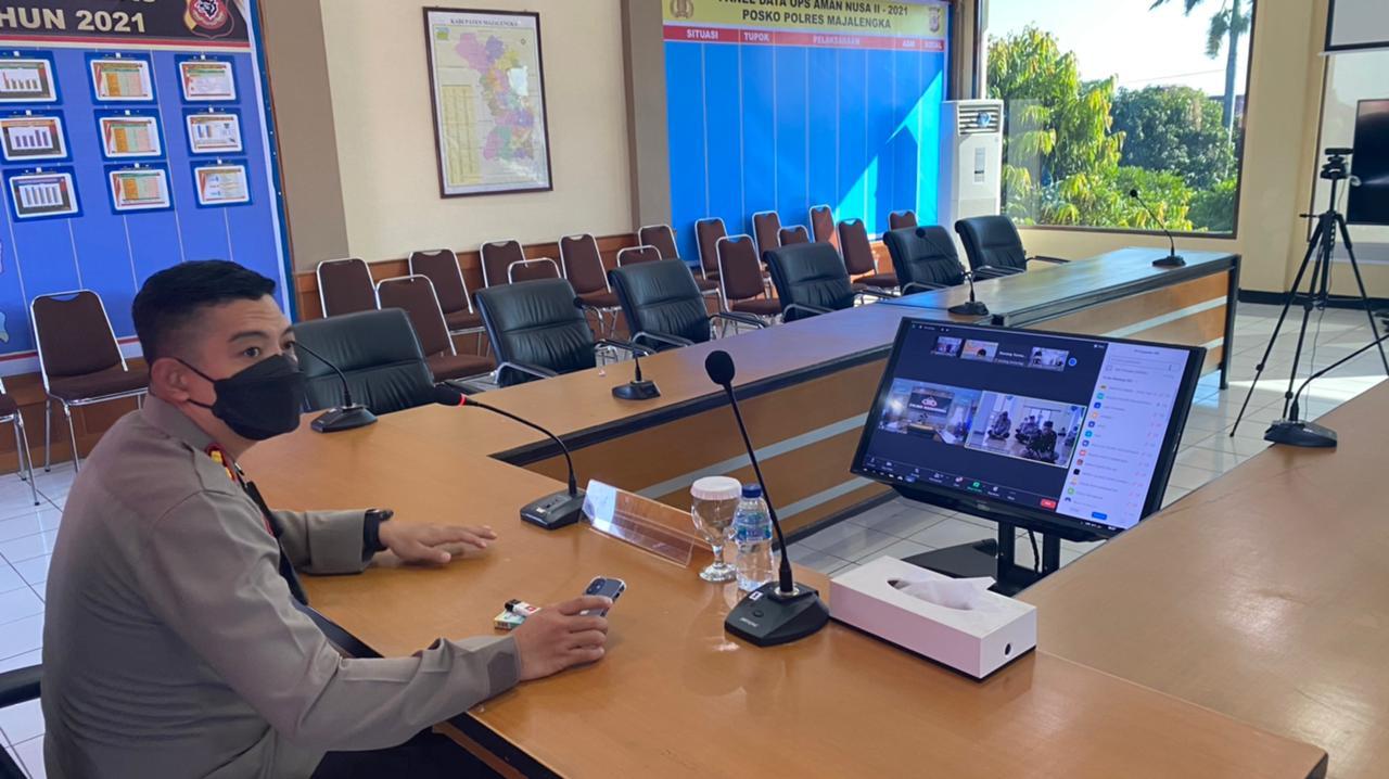 Via Aplikasi Zoom Meeting, Kapolres Majalengka Gelar Binrohtol di Mesjid Al Jamiussolihin