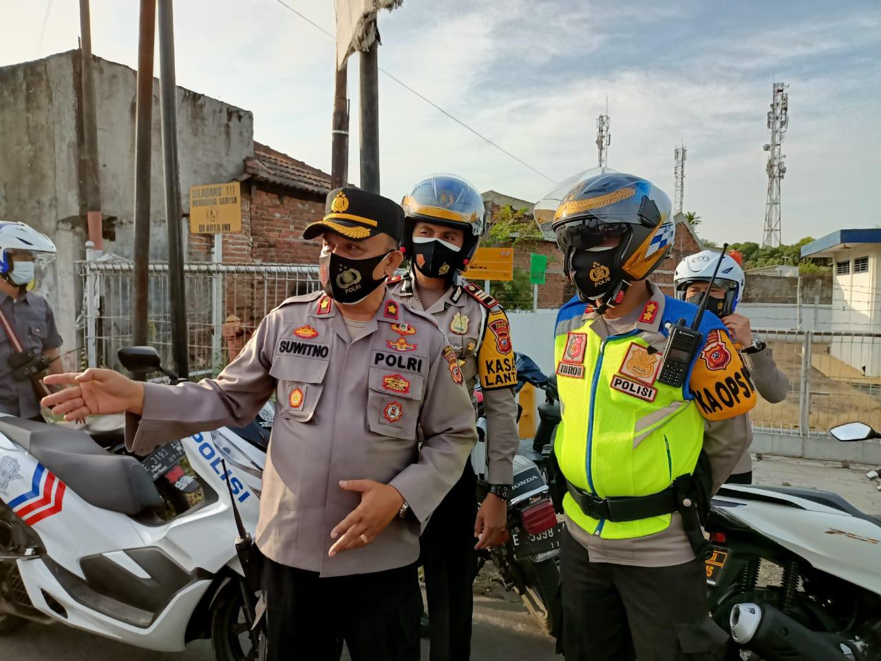 Kapolres Cirebon Kota, Tinjau Pos Uji Coba Ganjil-Genap di Wilayah Hukum Polres Cirebon Kota