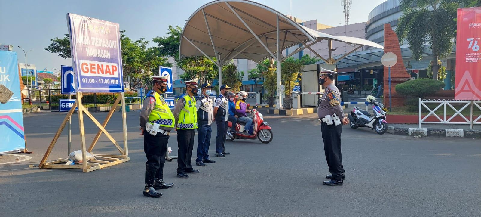 Gabungan Personil Pos Pemberlakuan Ganjil Genap di Kejaksan Wilkum Polres Cirebon Kota Siap Siaga