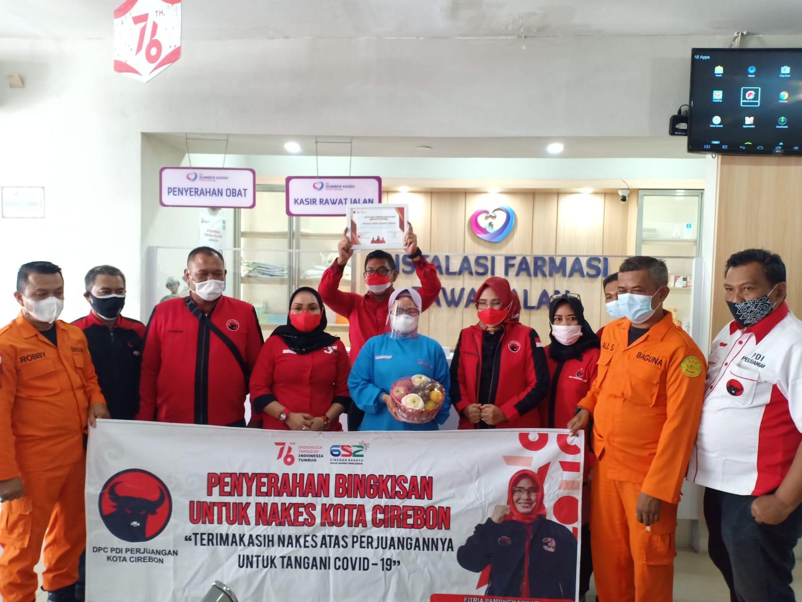 PDI Perjuangan Kota Cirebon Beri Bingkisan ke Nakes di 7 RS dan PMI