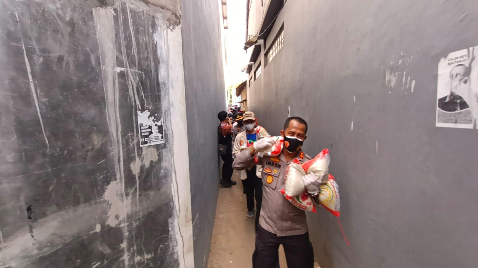 Kapolres Cirebon Kota Hadiri Vaksinasi Covid-19 Dosis ke-1 serta Bakti Sosial Sinergitas TNI-Polri dan BEM PTM