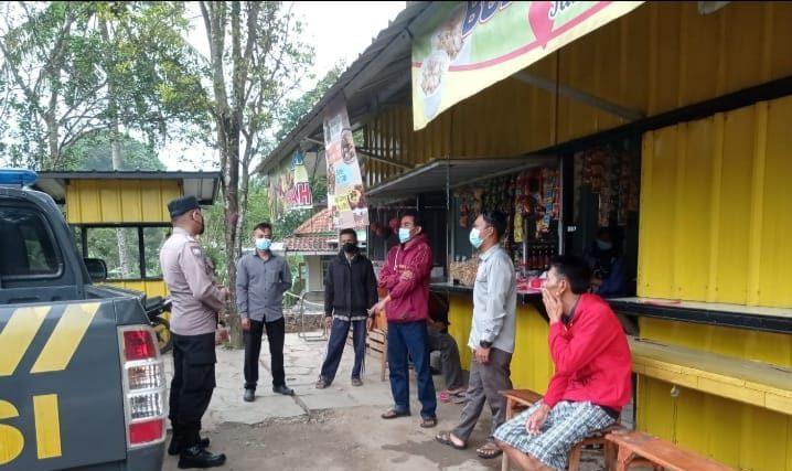 Patroli Polsek Banjaran Pada PPKM Level 3 Himbau Warga Patuhi Prokes