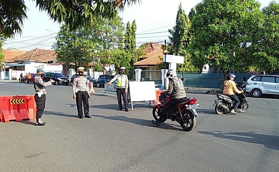 Sampai Pukul 11.00 WIB, Sedikitnya 684 Kendaraan Diputar Balik Dalam Penerapan Gage di Wilkum Polres Cirebon Kota