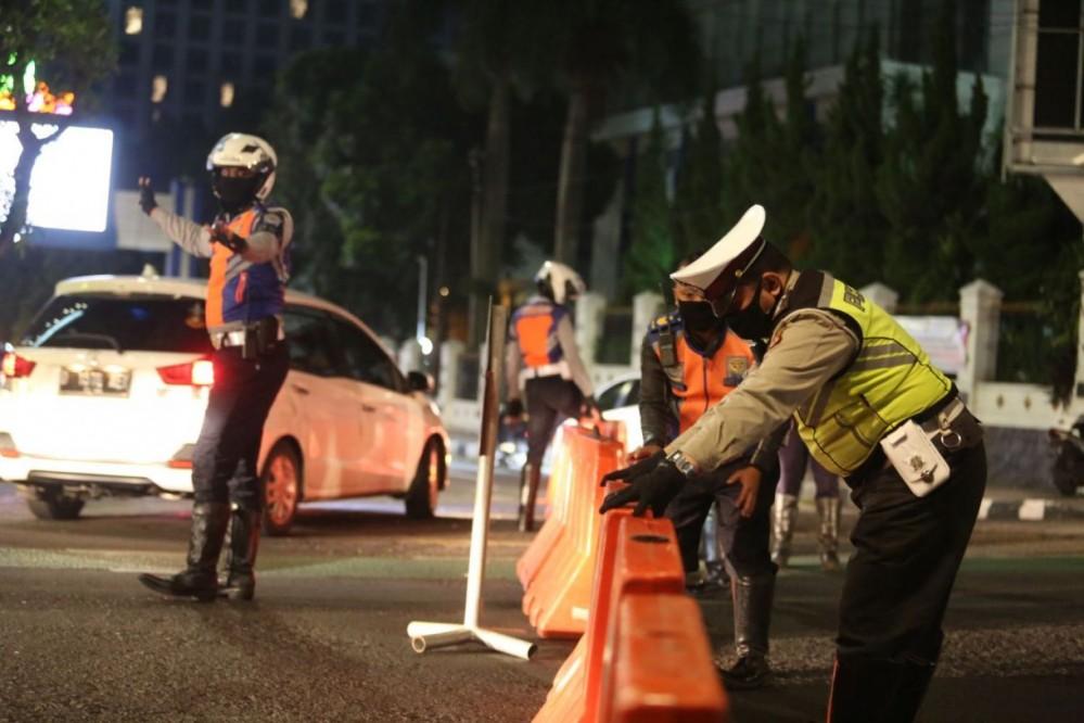 Untuk Mengendalikan Pandemi Covid-19, Mulai Sore Ini Sat Lantas Polres Majalengka Buka dan Tutup Sejumlah Ruas Jalan